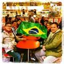 Brasileiros bandeira em Paris