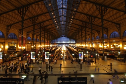 Gare_du_Nord_night_Paris_FRA_002