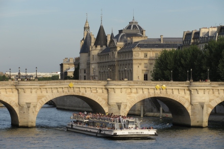 Pont_Neuf_with_Bateaux_Mouches