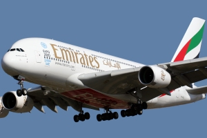 Airbus_A380-861_Emirates_A6-EDX_Expo_2020_Dubai_sticks_(8504819706)