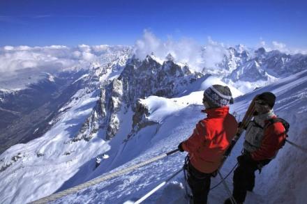 point_de_vue_imprenable_sur_les_alpes_depuis_laiguille_du_midi_dans_le_massif_du_mont-blanc