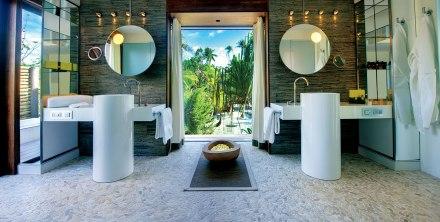 O banheiro aberto dos bungalôs