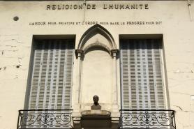 Em Paris, Amor, Ordem e Progresso