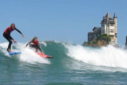 Surfistas em Biarritz