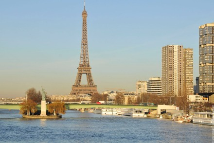 A estatua da Liberdade e a Torre Eiffel