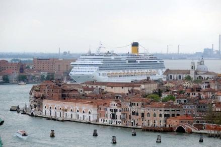 Navio de cruzeiro no Grande Canal