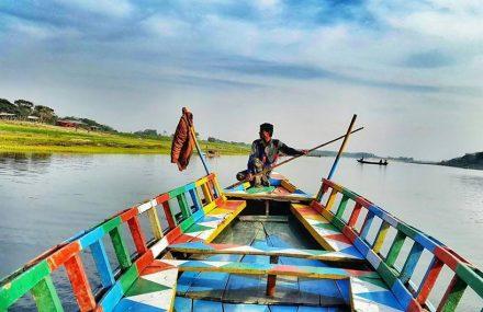 Barco de passeio no Bangladesh
