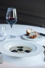 3- Soupe d'artichaut à la truffe noire, brioche feuilletée aux champignons et aux truffes © Laurence Mouton