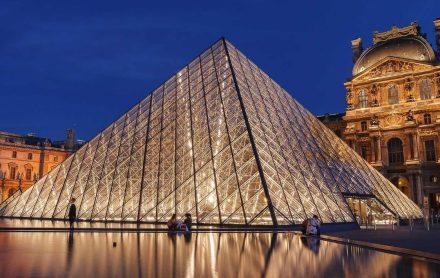 A Pirâmide do Louvre