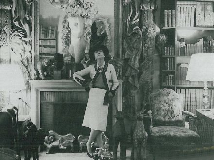Coco Chanel num salão do Ritz