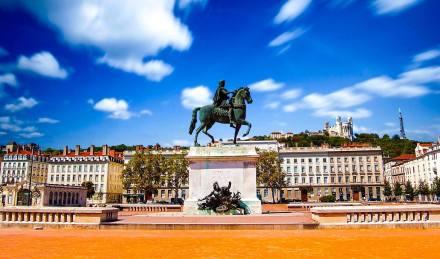 A Praça Bellecour e a estatua do Luis XIV