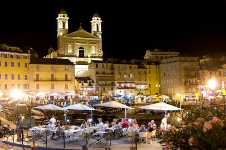 O antigo porto de Bastia a noite