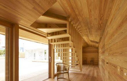 O interior do Casa das Cedras do arquiteto