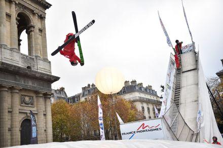Esqui acrobático na Praça Saint Sulpice