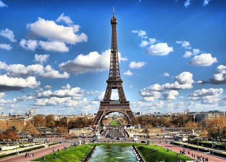 Sempre jovem, a torre Eiffel pronto a continuar como ícone de turismo mundial