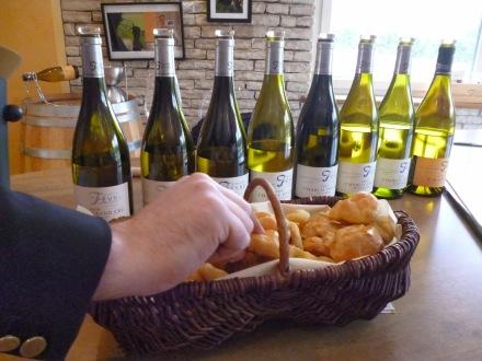 """Chablis com """"Gougère"""", o pão de queijo a francesa"""