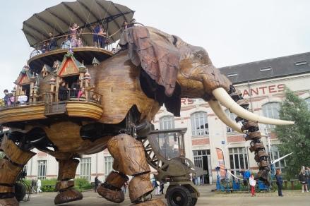 """Em Nantes, as """"maquinas da ilha""""espalhando arte nas ruas da cidade"""