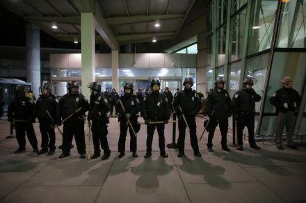Decreto de Trump levando caos nos aeroportos americanos