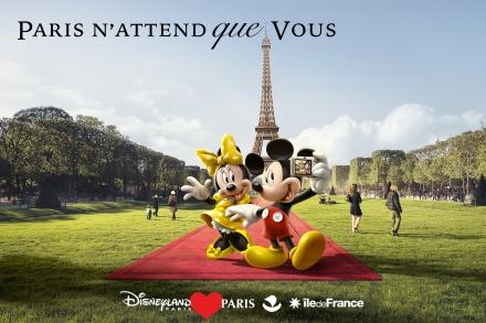 Mickey promovendo Paris junto com Disneylandia Paris