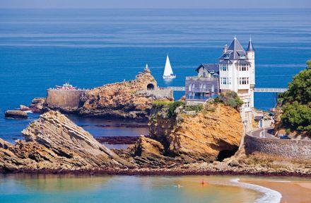 Biarritz, o Vieux Port e a Pedra da Virgem